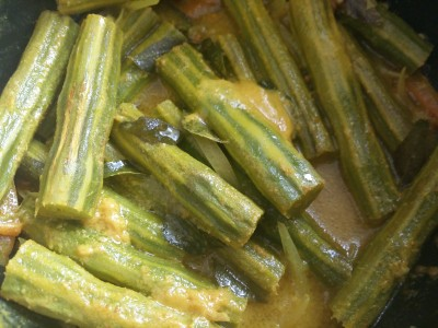 www.islandsmile.org . srilankan drumstick curry