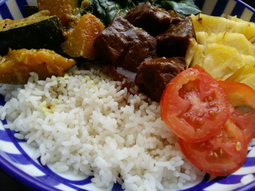 srilankan lunch bowl. find recioe on www.islandsmile.org