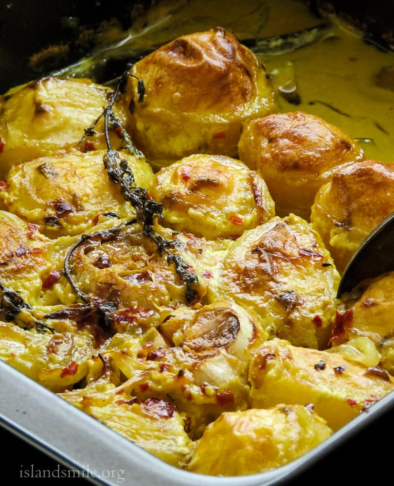 turmeric-infused-baked-potatoes-with-thyme-and-garlic-image-5896