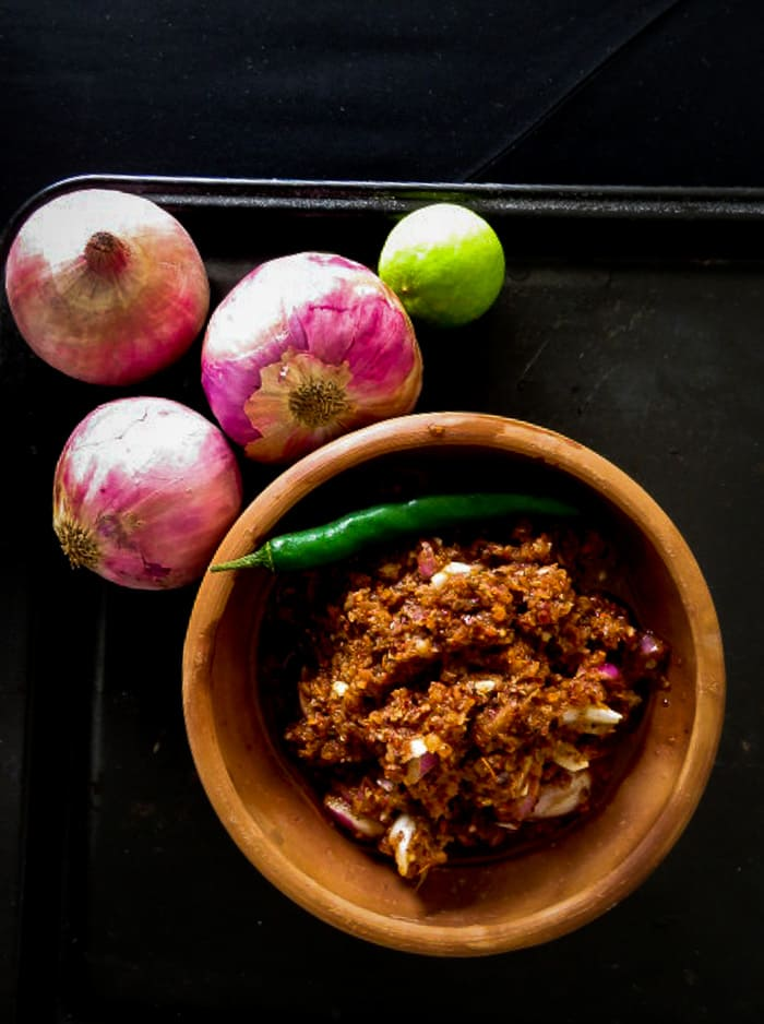 sri-lankan-lunumiris-red-chilli-onion-and-maldive-fish-sambol-islandsmile-org
