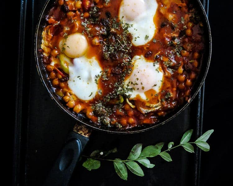 breakfast skillet poached eggs, chickpeas in tomato sauce(shakshouka)-islandsmile.org
