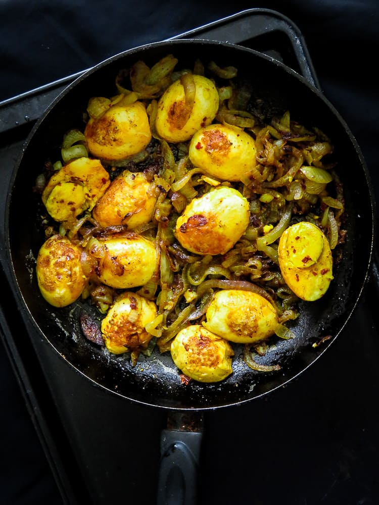 curried egg stir-fry with caramalised onions-islandsmile.org